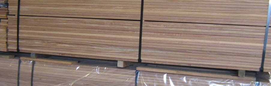 Terrasse en bois pour café-restaurant